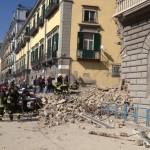 Le macerie del palazzo pochi minuti dopo il crollo