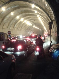 19 dicembre 2013, ore 17.45, la Galleria della Vittoria paralizzata in entrambe le direzioni e completamente satura di smog, letale per la salute