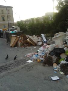 La crisi dei rifiuti irrisolta a Fuorigrotta