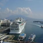 Navi da crociera nel porto di Napoli
