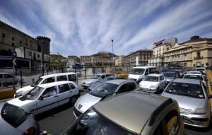 Ingorgo di traffico a Piazza Municipio